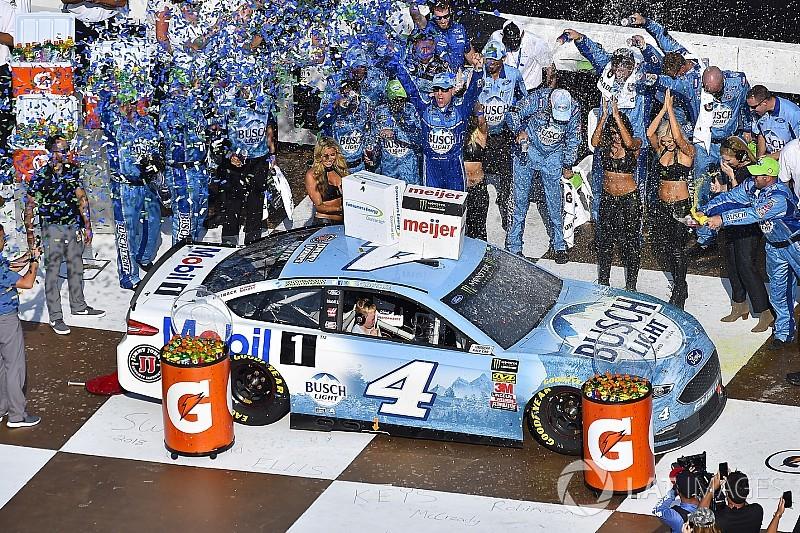 Харвик выиграл седьмую гонку в сезоне NASCAR