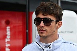 Troca de Kimi por Leclerc na Ferrari volta a ganhar força