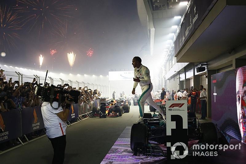 Хэмилтон победил в Сингапуре, Феттель проиграл второе место из-за тактики