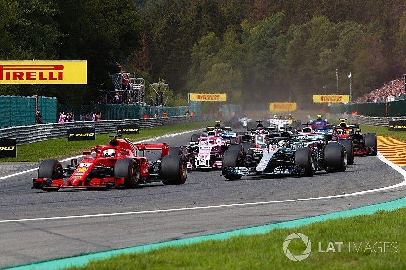 Hamilton, decepcionado con que Ferrari tenga más potencia que Mercedes