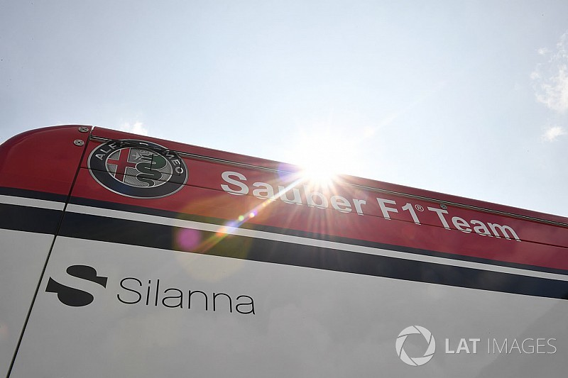 Sauber presenteert eSports-team met Van der Wal
