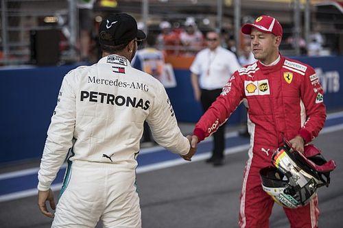 """Vettel: Ferrari """"za bardzo ułatwiło zadanie"""" Mercedesowi"""