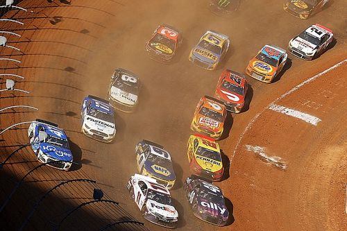Dirt racing to remain in NASCAR Cup for 2022 at Bristol