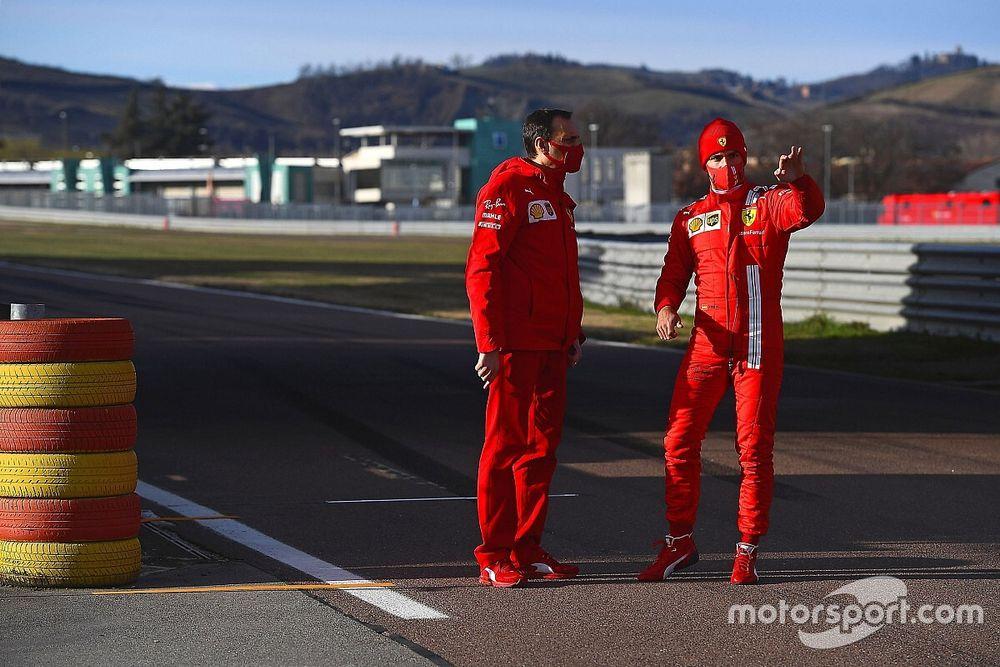 """Sainz sobre objetivo na Ferrari: """"Trazer a equipe de volta ao topo"""""""