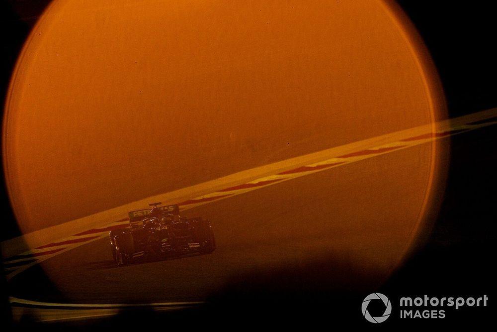 巴林大奖赛排位赛:汉密尔顿摘下第98杆,梅赛德斯包揽头排