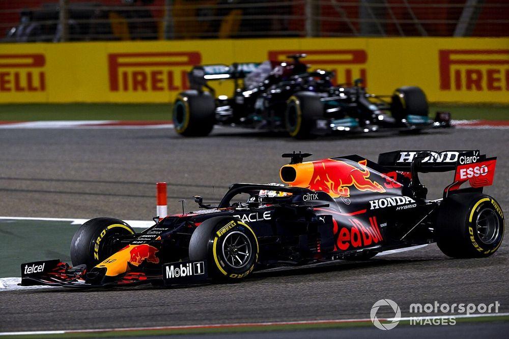Verstappen verwachtte driestopsstrategie voor Hamilton in Bahrein