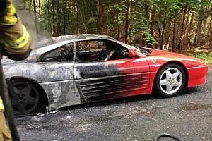 Menet közben gyulladt ki egy ritkaságnak számító Ferrari 348