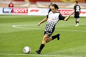 Гонщики Ф1 сыграли в футбол с князем Монако