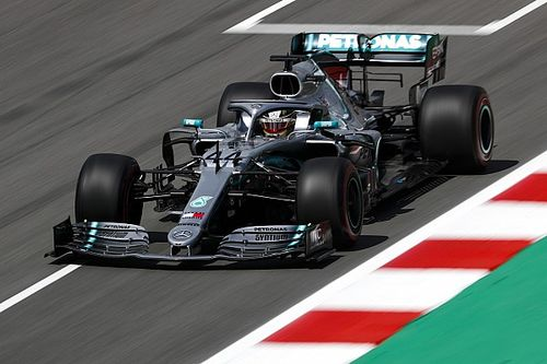 Hamilton bate Leclerc e lidera último treino livre da F1 na Espanha