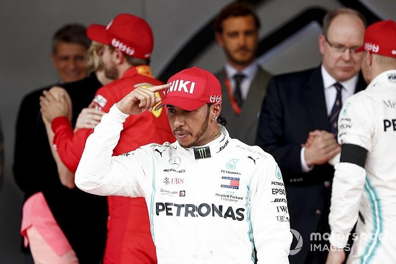 """Hamilton dedica la vittoria più dura a Lauda: """"Avrei sbattuto o vinto"""""""