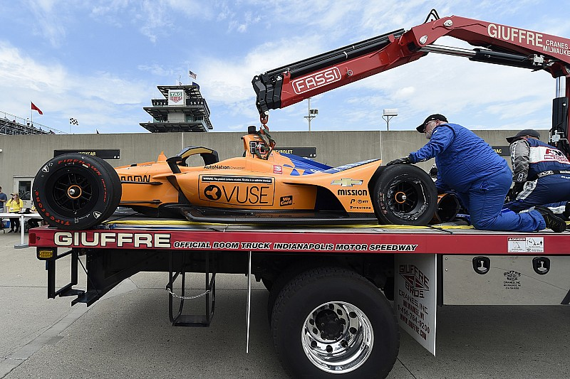 Alonso indemne après un crash à Indianapolis