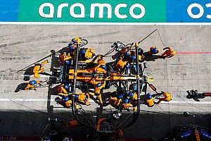 Már a McLaren is a Hungaroring felé tart: jönnek a kamionok