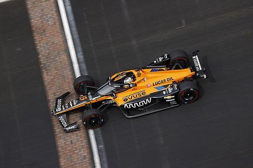 Indy 500: O'Ward pelea por la victoria a mitad de carrera