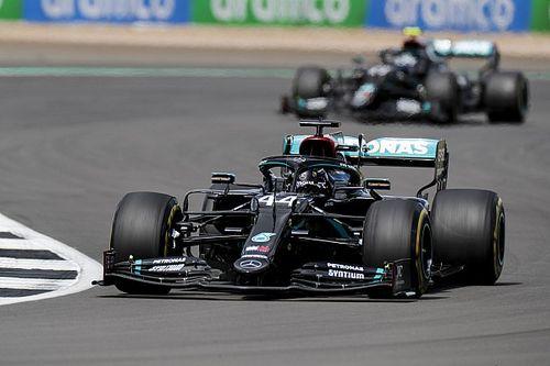 F1, pazza Silverstone: Hamilton vince su 3 ruote, Leclerc terzo