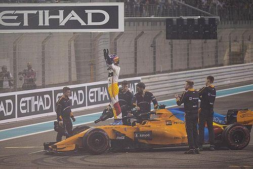 """Alonso punito tre volte per i tagli, Whiting: """"Non sarebbe stato bello dargli bandiera nera all'ultima gara"""""""
