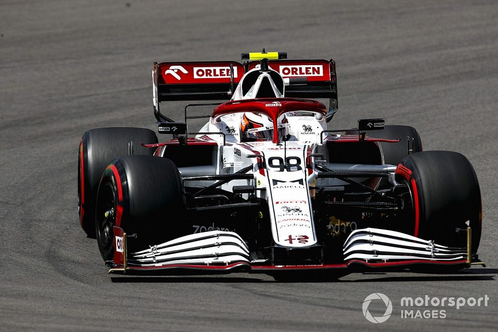 Ilott explains 'wobbly' helmet buffeting during F1 practice debut