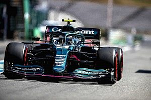 """Vettel: """"Araçla boğuşmak zorunda kaldım"""""""