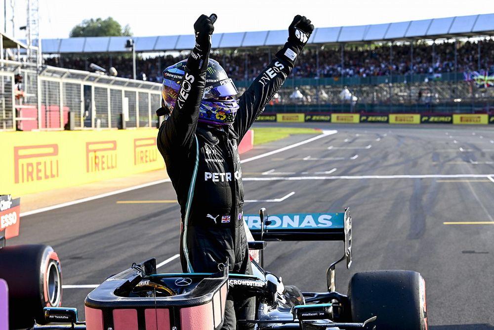 Hamilton verovert eerste startplek voor sprintrace op Silverstone
