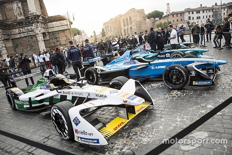 """Fotogallery: le Formula E """"sfilano"""" a Roma per presentare l'ePrix"""