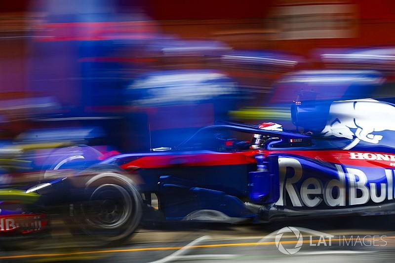 GALERI: Aksi mobil Toro Rosso STR13 di tes F1 Barcelona
