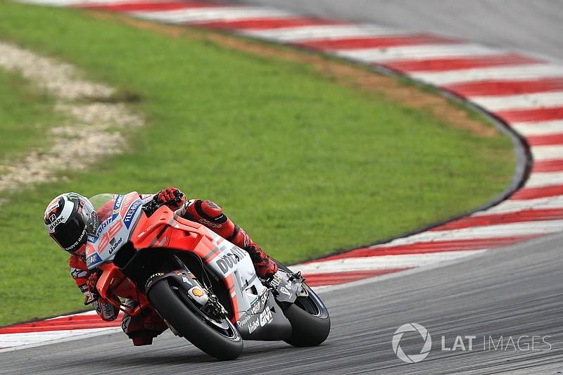 Lorenzo beats lap record to top Sepang test