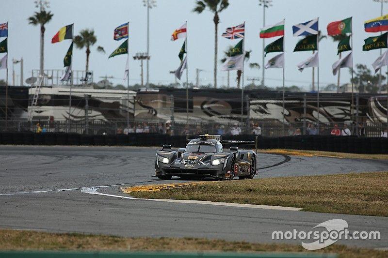 Emocionante lucha en Daytona en el último tercio de carrera