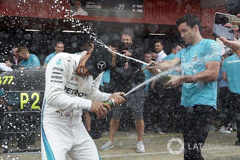 A Mercedes nagyon ünnepel: videó