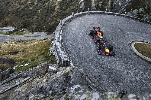 Quand Buemi pilote une F1 dans un col des Alpes!