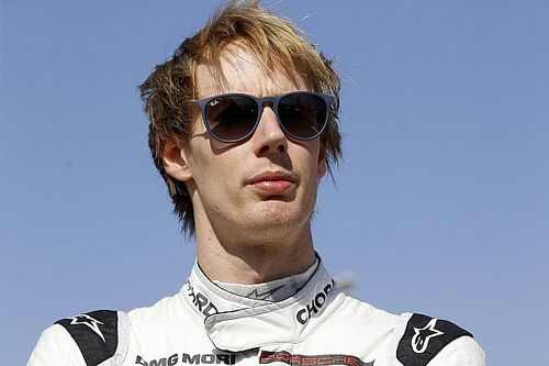 Brendon Hartley con la AXR-Mustang Sampling Racing alla 12h di Sebring al posto di Fittipaldi