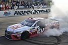 NASCAR Cup Кенсет выиграл гонку в Финиксе, Кеселовски прошел в финал