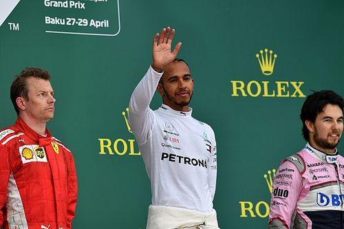 """Hamilton erkent: """"Winst voelt beetje ongemakkelijk"""""""