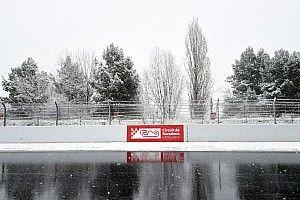 GALERI: Salju menyelimuti tes F1 Barcelona