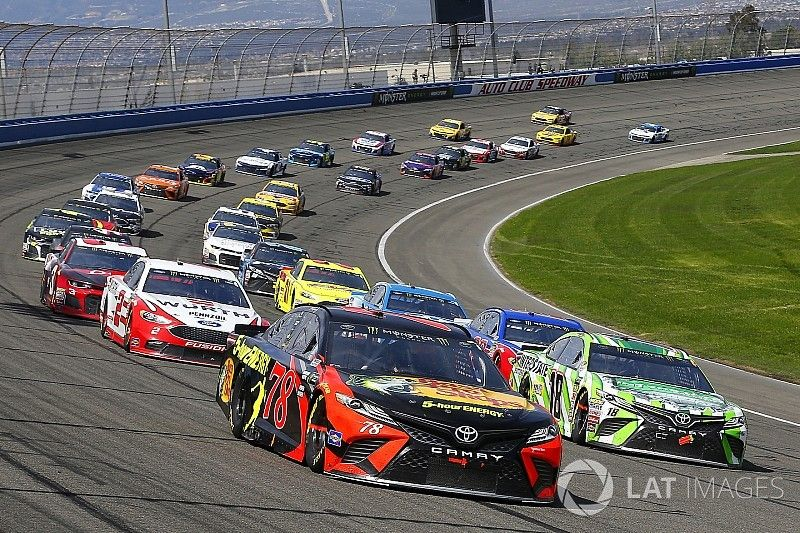 NASCAR Roundtable: Harvick stumbles as Truex returns to form