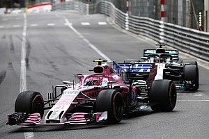 La Force India nega di aver favorito le Mercedes a Monaco con Ocon