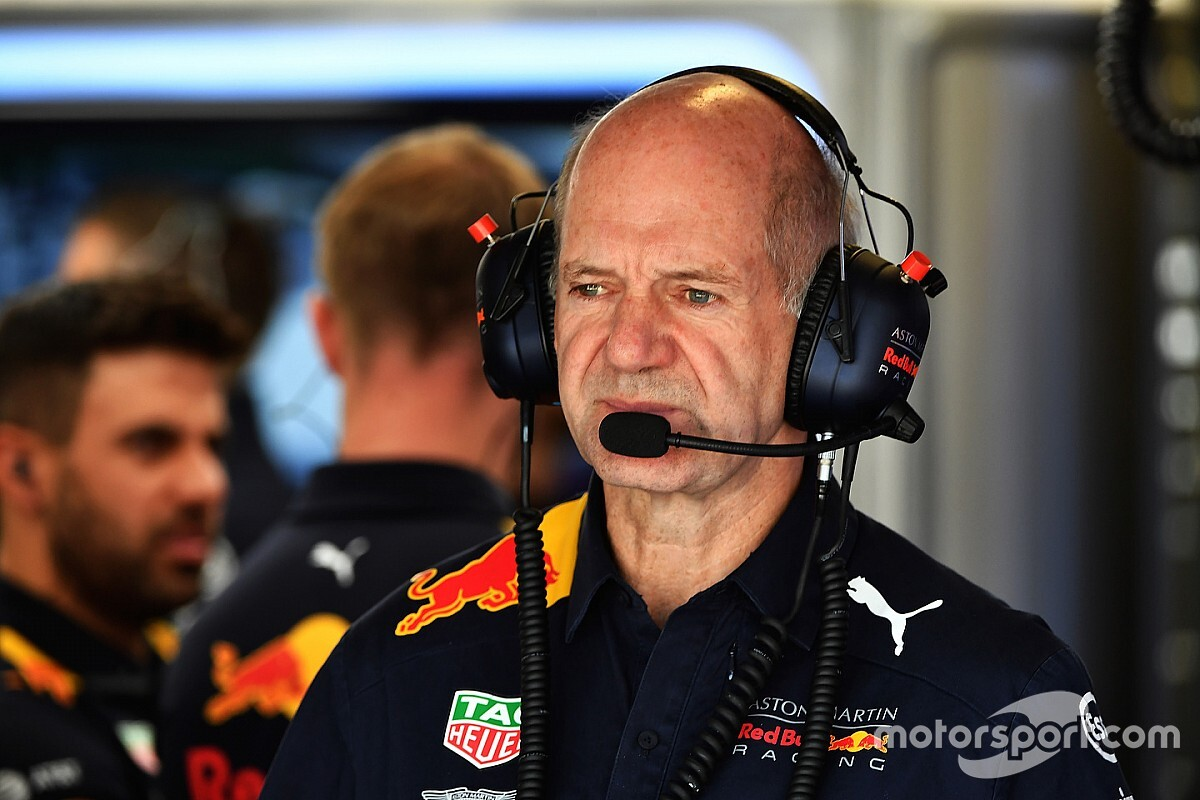 Renault опровергла слухи о переговорах с Ньюи
