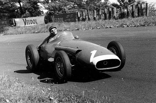 Retro: Onboard met F1-legende Fangio in de Maserati 250F uit 1957