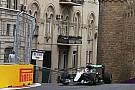 Хэмилтон возглавил протокол, Риккардо разбил машину в первой сессии