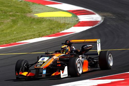 Ilott open to staying in F3 for third season