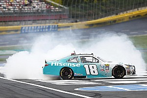 NASCAR Xfinity Rennbericht Denny Hamlin gewinnt spannendes Xfinity-Rennen in Charlotte