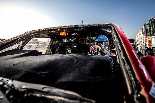 """ダカール""""ゴール""""にトヨタ社長がコメント。アロンソはガラスのない車が得意?"""