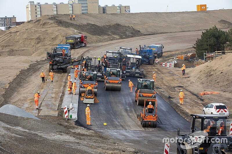 Circuit Zandvoort maakt begin met asfalteren van Luyendykbocht