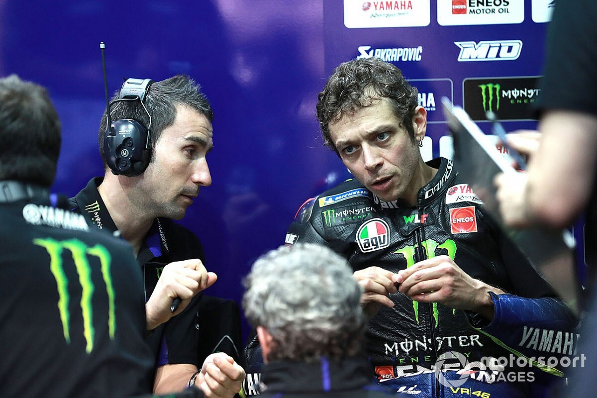 """Rossi preoccupato: """"Nei long run siamo in crisi con le gomme"""""""