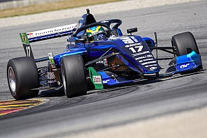 """VÍDEO: Igor Fraga vê fim de semana de estreia """"positivo"""" na Toyota Racing Series na Nova Zelândia"""