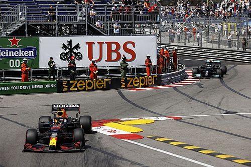 Los errores de Mercedes muestran a Red Bull que debe mantener la presión