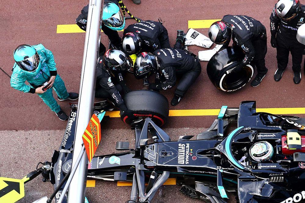 Bottas wheelnut still stuck on Mercedes car after pitstop issue