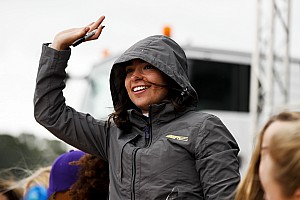 Чемпионку W Series удивила непопулярность виртуальных гонок среди женщин