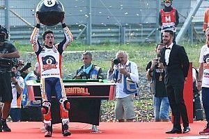 Video: Márquez emboca la bola 8