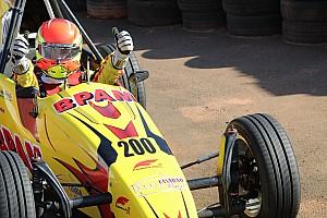 Prova histórica da Fórmula Vee tem vitórias de jovem piloto, acidentes e recordes