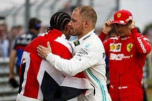 Mercedes permitiu estratégias diferentes de Hamilton e Bottas em Silverstone