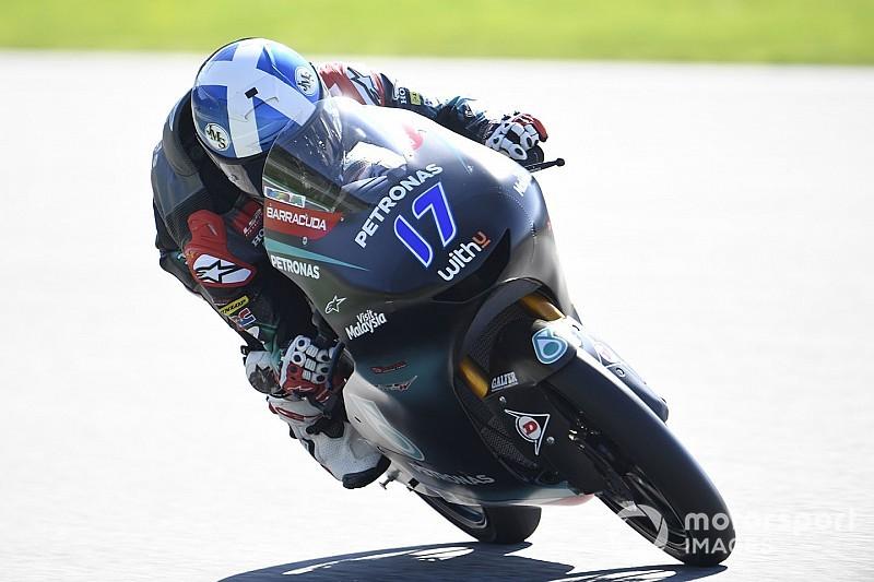 Fenati y 15 pilotos más sancionados; McPhee toma la pole en Moto3